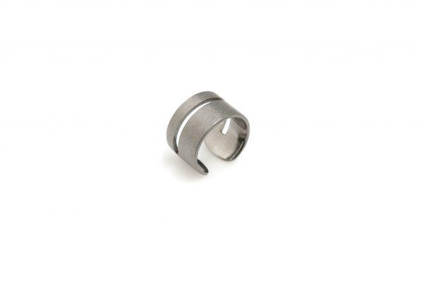 Wide -  - Φαρδύ, γεωμετρικό ασημένιο οξειδωμένο δαχτυλίδι για τις καθημερινές σας εμφανίσεις!Συνδυάστε το με κάποιο άλλο από τα λεπτά χρυσά δαχτυλίδια μας! Με άνοιγμα στο πίσω μέρος που προσαρμόζεται στο δάχτυλό σας.  Υλικό: Ασημένιο οξειδωμένο, Επίχρυσο 925  One Size - το άνοιγμα του σάς επιτρέπει να προσαρμόζεται στο δάχτυλό σας