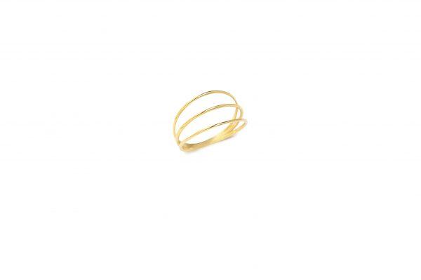 Triple -  - Κομψό και φινετσάτο τριπλό χρυσό δαχτυλίδι. Ένα κόσμημα μοντέρνο αλλά και με πολλά κλασικά στοιχεία που σίγουρα θα ευχαριστηθείτε να φοράτε!  Υλικό: Χρυσό 14κ