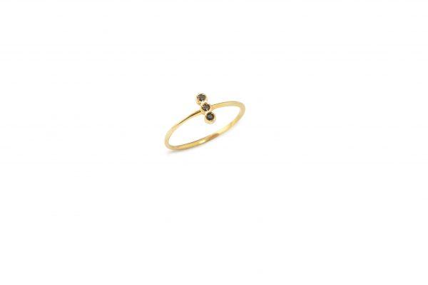Feu -  - Η απλότητα του χρυσού αυτού δαχτυλιδιού με τα μαύρα ζιργκόν το κάνουν να ξεχωρίζει! Λιτό και απέριττο. Ένα κόσμημα που σίγουρα θα αγαπήσετε!  Υλικό: Χρυσό 14κ με μαύρα ζιργκόν