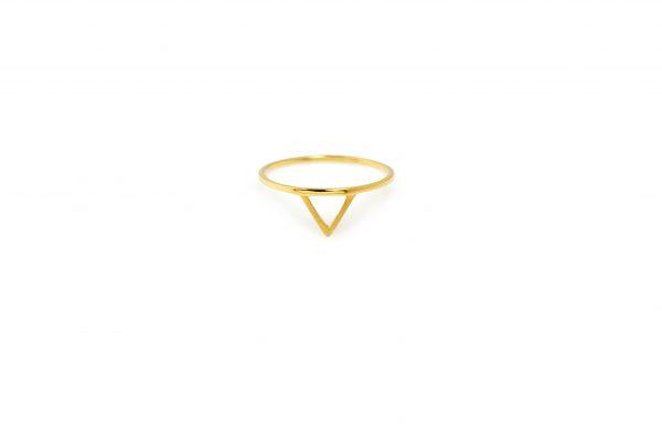 "Sign -  - Γεωμετρικό, απλό και φινετσάτο. Το χρυσό δαχτυλίδι ""Sign"" το φοράτε σε όλες τις περιστάσεις από το πρωί ως το βράδυ! Μπορεί να φορεθεί και με περισσότερα δαχτυλίδια.  Υλικό: Χρυσό 14κ"