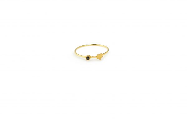 Double Trouble -  - Βρήκες τον μπελά σου! Χρυσό δαχτυλίδι με funky διάθεση, μαύρο ζιργκόν και ένα μικρό αστεράκι που θα σου μαγέψει το στυλ! Μπορεί να φορεθεί και με περισσότερα δαχτυλίδια.  Υλικό: Χρυσό 14κ με μαύρo ζιργκόν