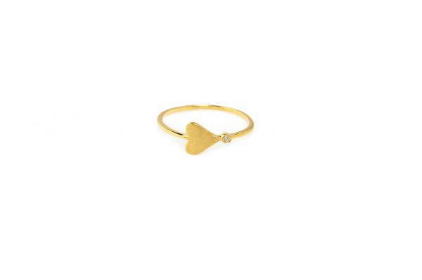 Connection -  - Χρυσό δαχτυλίδι με μια καρδιά που καταλήγει σε λευκό ζιργκόν. Απλός και παράλληλα διακριτικός συμβολισμός που σίγουρα θα αγαπήσετε. Feel the connection!  Υλικό: Χρυσό 14κ με λευκό ζιργκόν