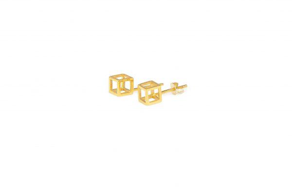Cubes -  - Χρυσά κυβάκια που εκφράζουν 100% το στυλ 'minimal geometry' που πρεσβέυει η Μάγια. Ο τρισδιάστατος σχεδιασμός τους τα κάνει πολύ ιδιαίτερα που σίγουρα θα εντυπωσιάσουν! Υλικό: Χρυσό 14κ