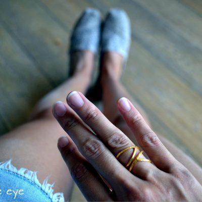 """Double eye -  - """"Xτυπητό"""" δαχτυλίδι με απαράμιλλο στυλ και άποψη που διατηρεί τη διακριτικότητα του! Επιλέξτε ανάμεσα σε ασημένιο επιχρυσωμένο ή ασημένιο οξειδωμένο. Προτείνουμε να τα συνδυάσετε και δυο μαζί. Τολμήστε το!  Υλικό: Ασημένιο 925 (επιχρυσωμένο, οξειδωμένο)"""