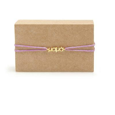 Mama Gold -  - Το πιο ώραίο δώρο για μια μαμά! Είτε είναι η γιορτή της μητέρας, είτε για μια μέλλουσα μάμα έιτε χωρίς κάποιον ιδιαίτερο λόγο είναι ένα κόσμημα που μια μητέρα σίγουρα θα αγαπήσει! Με μακραμέ κούμπωμα που προσαρμόζεται στον καρπό. Υλικο: Χρυσό 14κ με κορδονάκι από κηροκλωστή