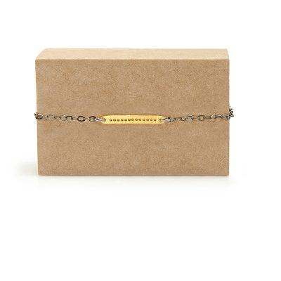 Flat Row -  - Μια χρύση πλακέτα 14κ με τρυπούλες δημιουργεί ένα πολύ μοντέρνο design σε λιτή γραμμή που χαρακτηρίζουν τα κοσμήματα της Μάγιας. Κλείνει με κούμπωμα. Υλικό: Χρυσό 14κ με ασημένια οξειδωμένη αλυσίδα