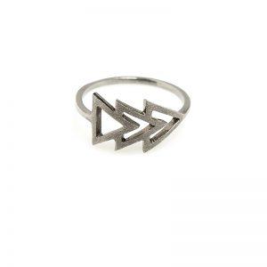 This side -  - Από όποια πλευρά και αν το φορέσετε, το δαχτυλίδι αυτό μπορεί να σας ακολουθήσει όλες τις ώρες της ημέρας. Επιλέξτε ανάμεσα σε ασημένιο οξειδωμένο ή επίχρυσο.  Υλικό: Ασημένιο 925 (οξειδωμένο, επίχρυσο)
