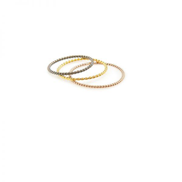 "Twisted -  - Οι ""Twisted"" βέρες , signature κόσμημα της Μάγιας! Σε χρυσό, ροζ και μαύρο χρυσό. Εσείς ποια προτιμάτε; Εμείς προτείνουμε να φορεθούν πολλές μαζί ή σε συνδυασμό με κάποιο άλλο δαχτυλίδι.  Υλικό: χρυσό 14κ"