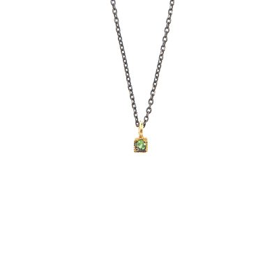 Tiny brigian -  - Κοντό κολιέ χρυσό 18κ με σμαράγδι. Τα λόγια περιττεύουν, η απλότητα του το κάνει να ξεχωρίζει και να τραβάει τα βλέμματα! Υλικό: Χρυσό 18κ με σμαράγδι σε ασημένια οξειδωμένη αλυσίδα