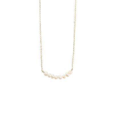 Line necklace -  - Κοντό κολιέ με μια λεπτή γραμμή από πετρούλες αιματίτη ή με μαργαριταράκια του γλυκού νερού. Επιλέξτε αυτό που σας ταιριάζει καλύτερα!  Υλικό: Πετρούλες αιματίτη ή μαργαριταράκια του γλυκού νερού σε επιχρυσωμένη ή ασημένια οξειδωμένη αλυσίδα