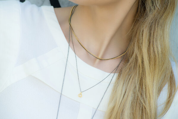 Female -  - Η αγάπη όλων των γυναικών σε ένα κόσμημα! Με τριχρωμία αλυσίδων σε χρυσό, ροζ χρυσό και μαύρο χρυσό όλες μαζί! Υλικό: Ασημένια επιχρυσωμένη 925 αλυσίδα σε ροζ, μαύρο, κίτρινο