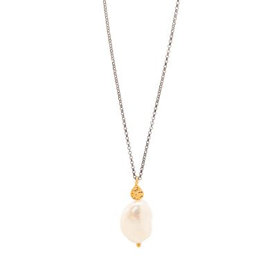 Big Apple -  - A unique long necklace with a very impressive pearl on its end! It can be worn on its own but also in combination with a shorter necklace.  Material: Gold plated silver 925 with a Pearl on a 75cm oxidized silver chain