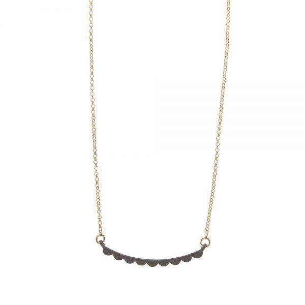 Wave necklace -  - <div>Κοντό κολιέ ασημένιο οξειδωμένο με επιχρυσωμένη αλυσίδα σε σχέδιο που θυμίζει βολάν. Η ματ όψη του θα δώσει μια ξεχωριστή αισθητική σε κάθε σου εμφάνιση. Μπορείς να το συνδυάσεις και με πιο μακριά κολιέ για ακόμα πιο μοντέρνο αποτέλεσμα.</div> <div></div> <div>Μήκος: 45 cm</div> <div></div> <div>Υλικό: Ασήμι 925 (οξειδωμένο)</div>