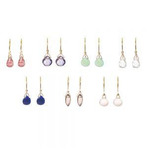 Precious stones earrings -  - Η κομψότητα και η θηλυκότητα σε ένα κόσμημα! Τα precious σκουλαρίκια είναι κρεμαστά 14κ που το τελείωμά τους κοσμούν πολύτιμες πέτρες. Αέρινα και διαχρονικά θα γίνουν τα αγαπημένα σου! Επίλεξε την πέτρα που σου ταιριάζει καλύτερα!  Υλικό: Χρυσό 14κ με πολύτιμες πέτρες
