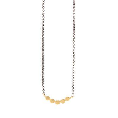 Daisies Necklace -  - Κολιέ κοντό 14κ με ιδιαίτερα και κομψά βοτσαλάκια! Κόσμημα ευκολοφόρετο για όλες τις ώρες της ημέρας και ιδανικό για το layering που έχεις φανταστεί! Για ένα ακόμα πιο ολοκληρωμένο αποτέλεσμα είναι διαθεσιμο και το χρυσό 14κ δαχτυλίδι pebbles , το ίδιο ντελικάτο και ξεχωριστό!