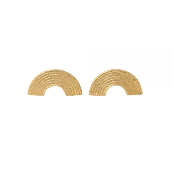 Iokasti Earrings -  - Σκουλαρίκια γεωμτρικά ασημένια 925 επιχρυσωμένα και οξειδωμένα. Ημικύκλια που σχηματίζονται από τις συνεχόμενες καμπύλες στο εσωτερικο και φοριούνται προς τα κάτω . Λιτά και γεωμετρικά αυτά τα σκουλαρίκια σε μεταφέρουν σε μια αρχαιοελληνική εποχή με μια σύγχρονη ματιά