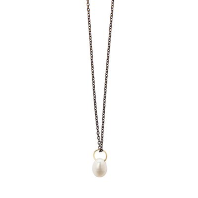 Sugar Necklace -  - A wonderfu, short necklace made of 14K gold with a freshwater pearl. So elegant and dainty - it should not be missing from your collection! It perfectly matches the Big Apple necklace or the Margie ring from Maya's collection for an even more elegant look.